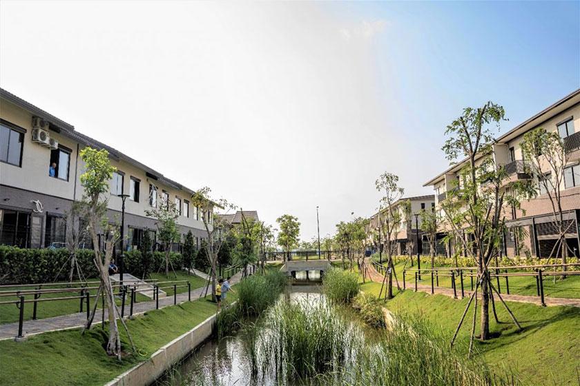 Bên cạnh việc được bao quanh bởi 5,8km sông Vàm Cỏ Đông, Waterpoint còn sở hữu hệ thống kênh đào len lỏi trong toàn khu đô thị