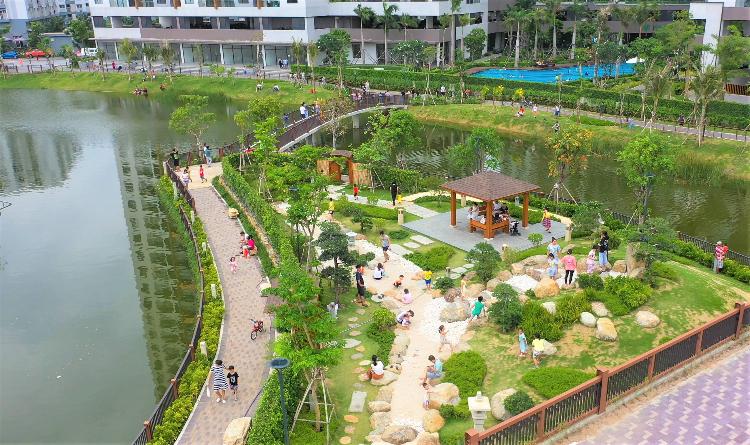 Công viên xanh trong khu đô thị Mizuki.