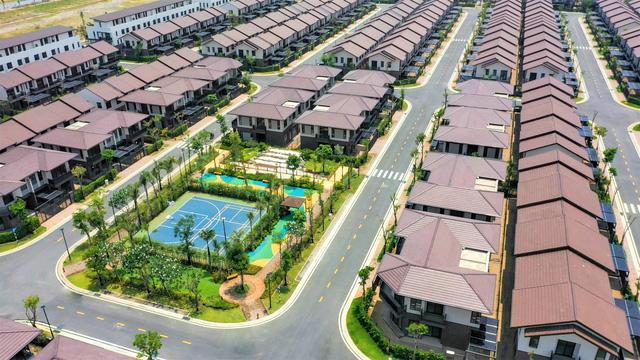 Trong bối cảnh dịch bệnh, những nền đất, căn nhà phố, biệt thự rộng lớn và nằm ở các khu vực lân cận thanh bình, ít ồn ào, đông đúc đang được người mua quan tâm