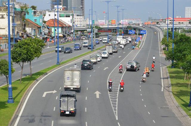 Tuyến dường Võ Văn Kiệt được xem là tuyến huyết mạch nối các quận với nhau. BĐS dọc tuyến này được hưởng lợi rất lớn về giá trị gia tăng